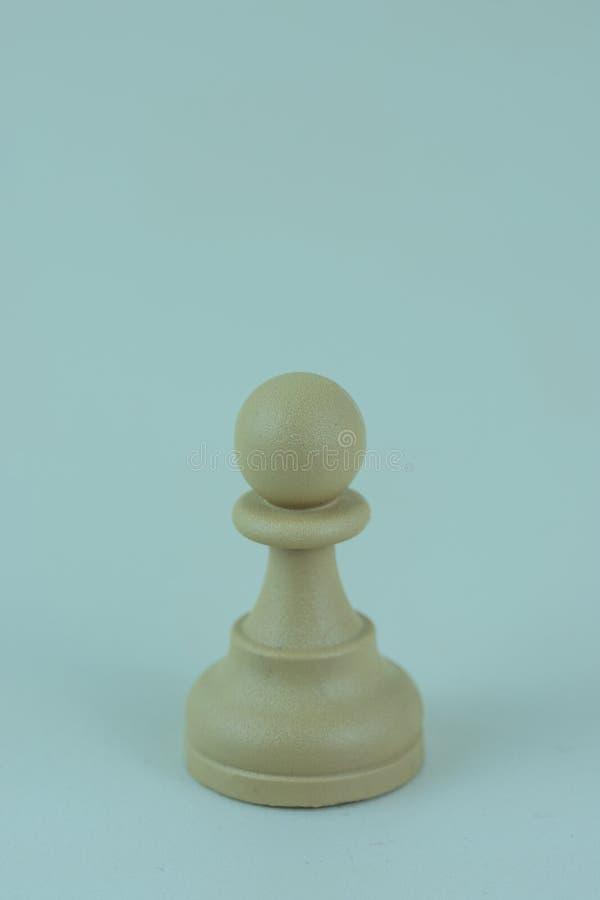 Biały pionek szachowa deska zdjęcie stock