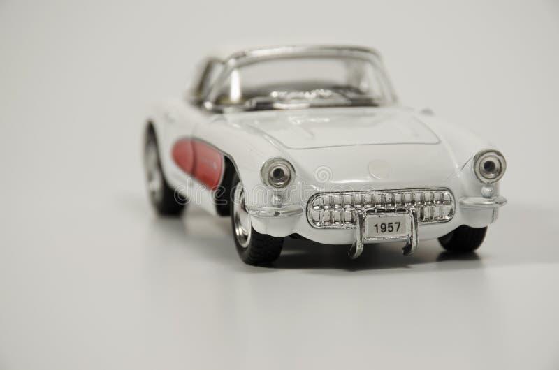 Biały retro samochodu model na lekkim tle obrazy royalty free