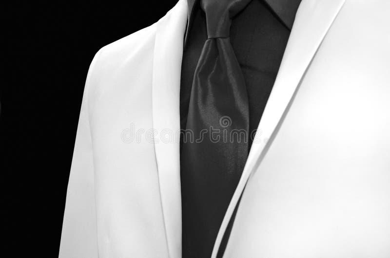 Biały smoking z czarnym krawatem zdjęcie royalty free