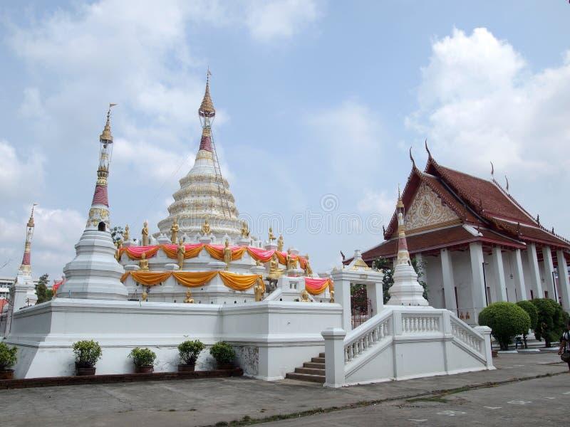 Biały stupy lub jedi Tajlandzki styl fotografia stock