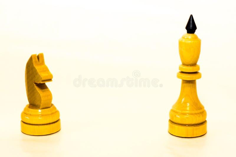 Biały szachowy rycerz i biały królewiątko zdjęcie royalty free