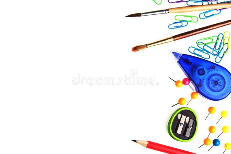 Biały tło z szkolnym materiały i opróżnia przestrzeń dla twój obraz stock