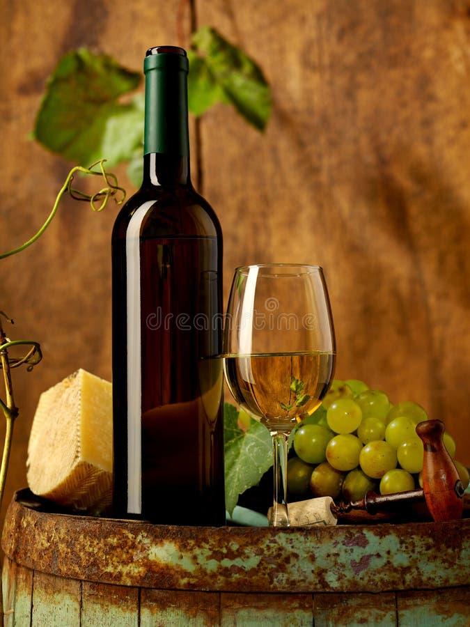 Biały wino, winogrona i cheddar, zdjęcie royalty free