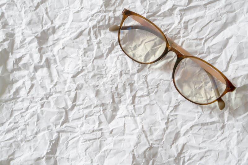 Biały zmięty papierowy eyeglass zdjęcia royalty free