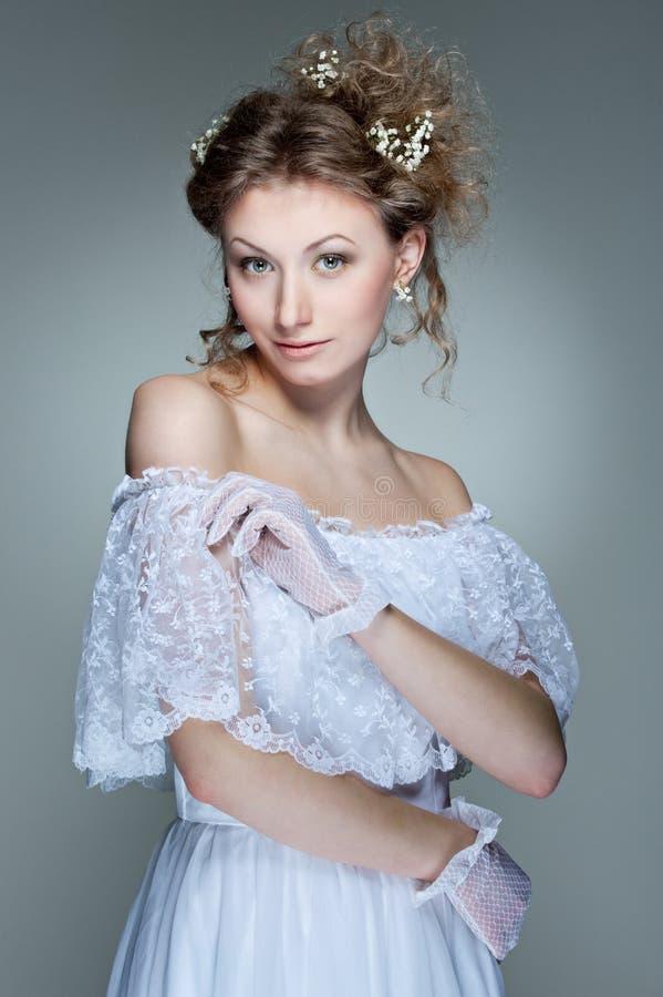 Download Białych Kobiet Piękni Smokingowi Potomstwa Obraz Stock - Obraz złożonej z dosyć, cutie: 13341913