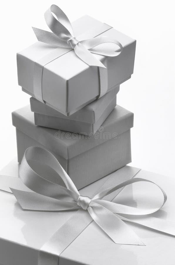 Biali prezentów pudełka obrazy stock