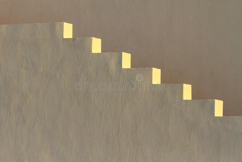 Biali schodki iluminujący ranku słońcem zdjęcie royalty free