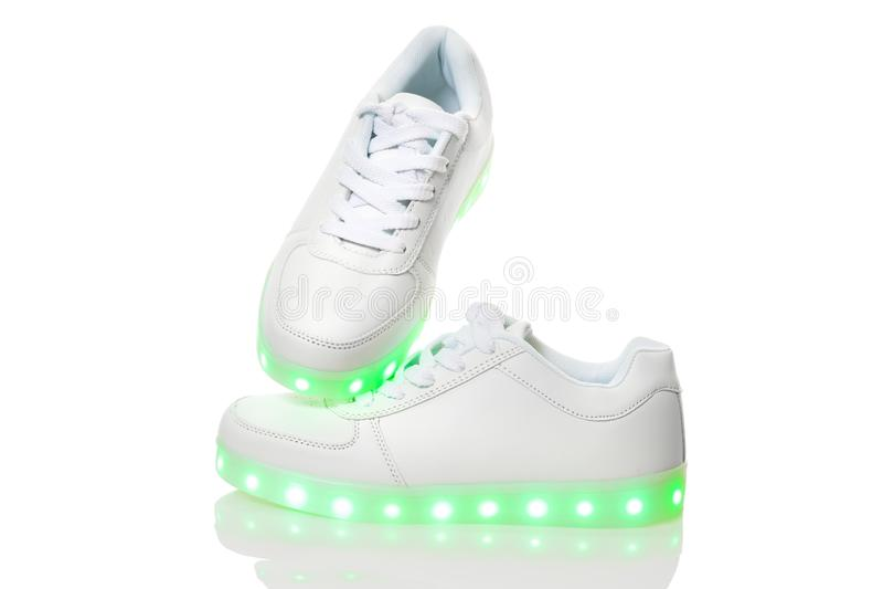 Biali sneackers z dowodzoną światło podeszwą zdjęcia stock