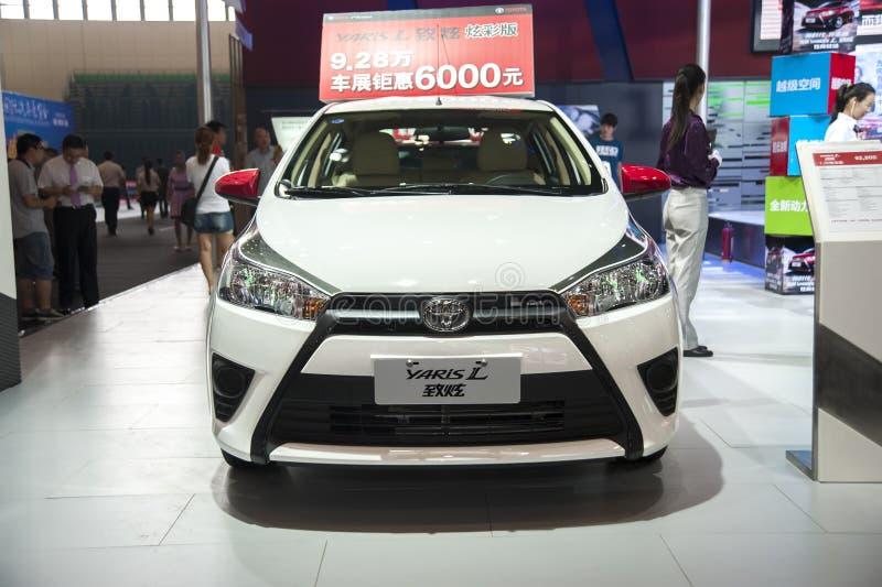 Biali Toyota yaris samochodowi zdjęcie stock