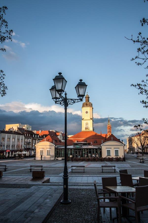 Bialystok huvudsaklig marknadsfyrkant och stadshus arkivfoto
