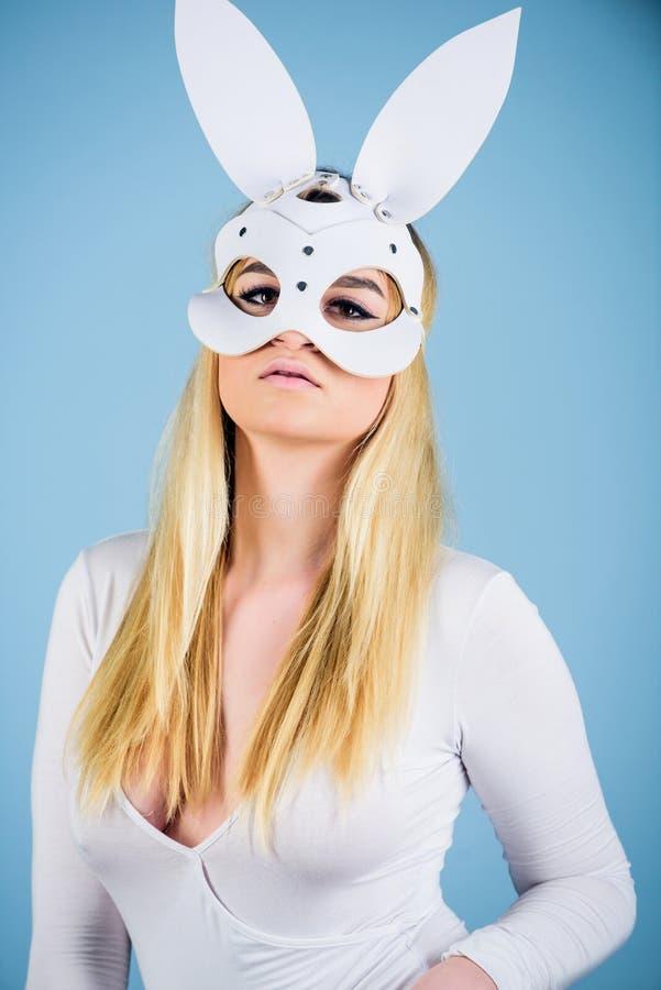 Biancheria bianca della tuta delle orecchie del coniglio allegro della donna Gioco sessuale di ruolo Giocattoli ed accessori del  immagini stock libere da diritti