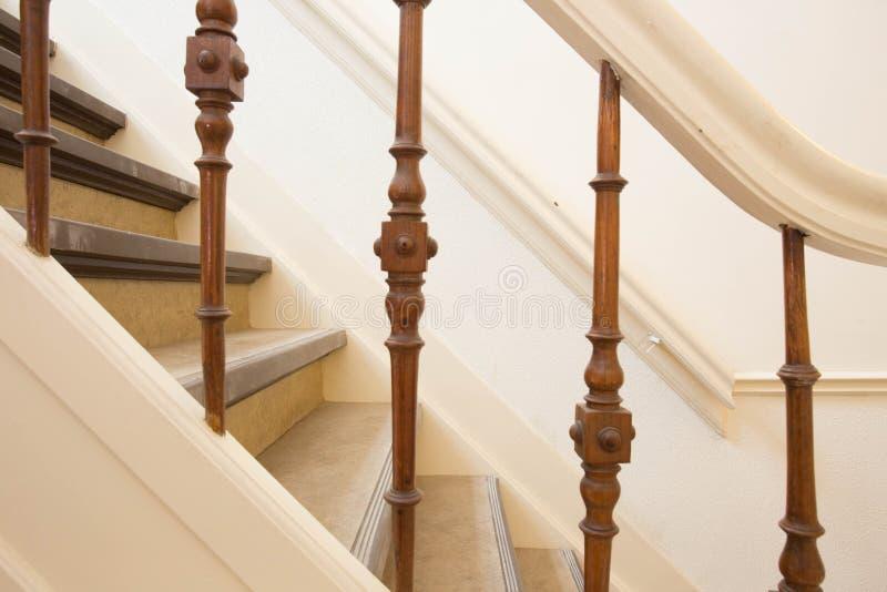 Bianco di legno del primo piano delle scale fotografie stock libere da diritti