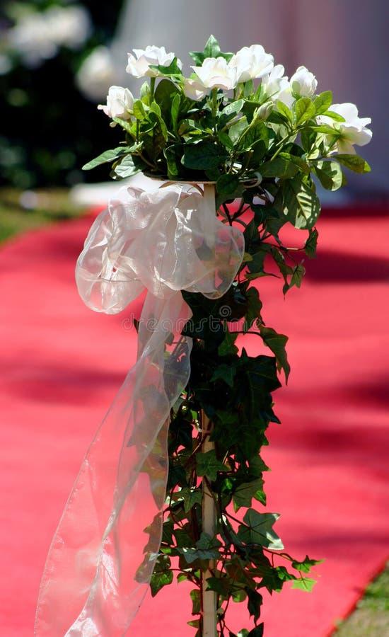 bianco di seta di cerimonia nuziale delle rose del posy fotografie stock libere da diritti
