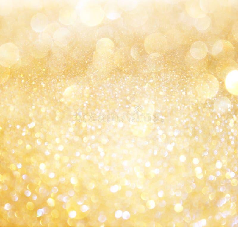 Bianco e luci astratte del bokeh dell'oro immagine stock libera da diritti