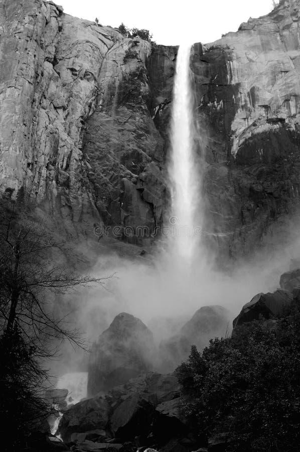 In bianco e nero della cascata del Yosemite immagine stock libera da diritti