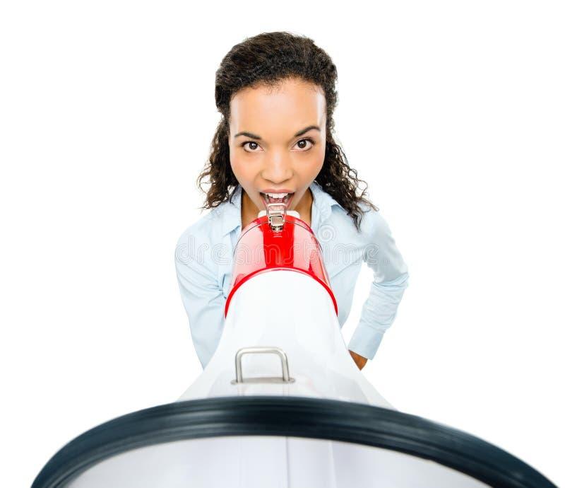 Bianco gridante del loudspeker del megafono della donna di affari ispana fotografie stock libere da diritti