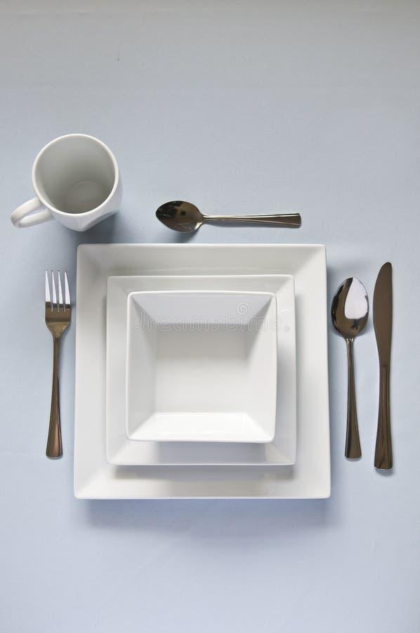 Bianco, insieme di cena quadrato con la coltelleria immagine stock libera da diritti