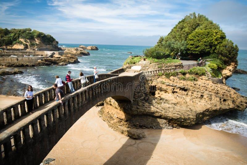 Biarritz, França - 4 de outubro de 2017: turistas Biarritz turístico maravilhoso sightseeing na costa atlântica, país Basque imagens de stock