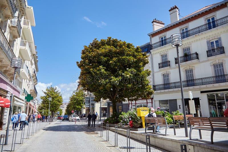 Biarritz, France, arrêt d'autobus, ville d'été photo libre de droits