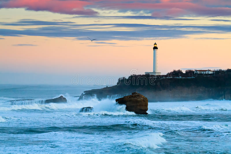 Biarritz fyr i stormen royaltyfri fotografi