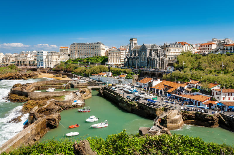 Biarritz - Kirche und Laube stockbilder