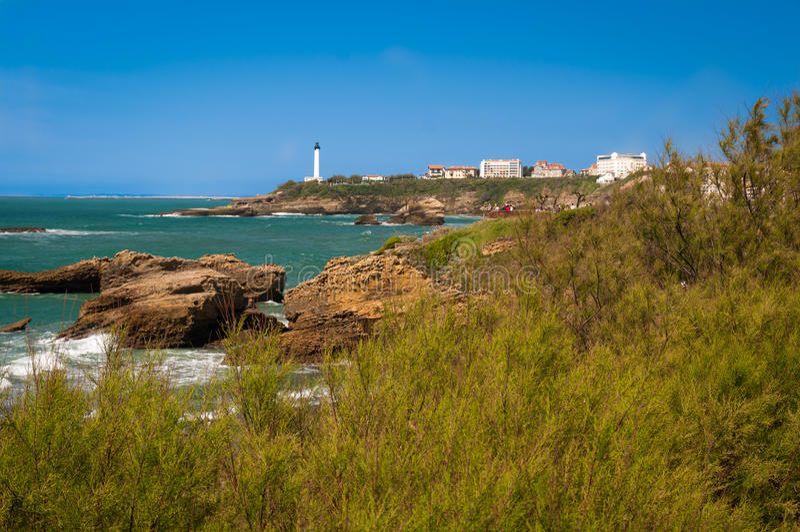 Biarritz - Leuchtturm und Meer stockbild