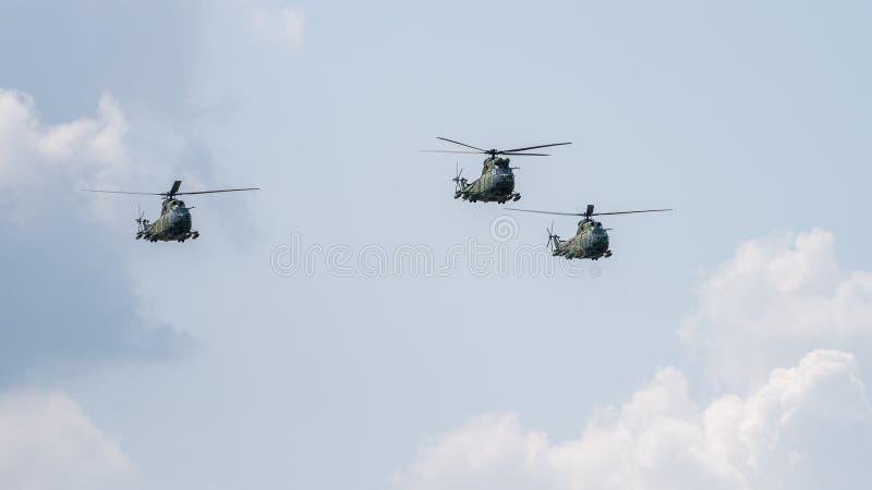 BIAS toont de internationale lucht van Boekarest, de demonstratie van de helikoptergroep royalty-vrije stock fotografie
