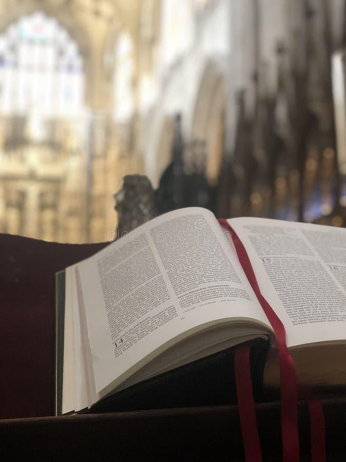 Bibbia della cattedrale di Winchester fotografia stock
