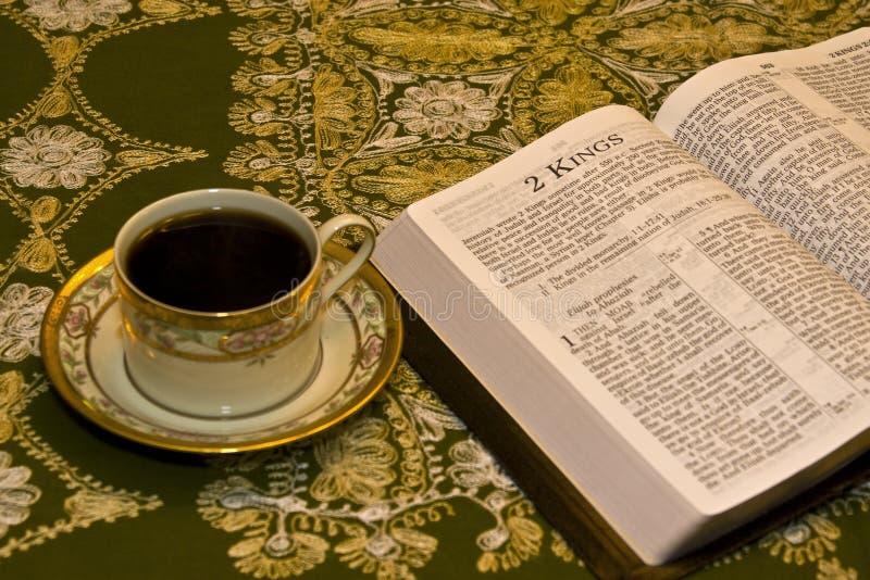 bibel som tycker om avläsning arkivbilder