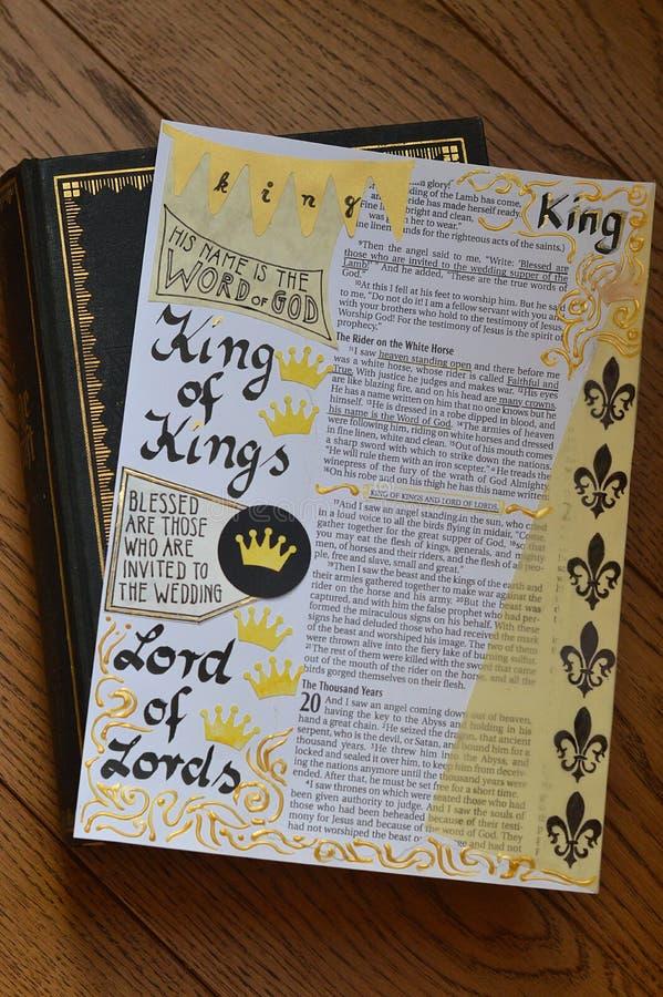Bibelkunst, die über König von Königen zapft stockbild