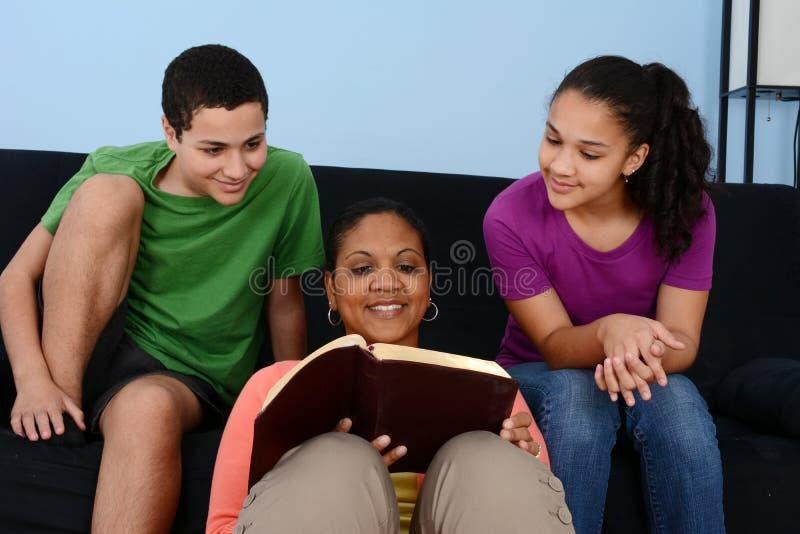 Bibelstudie royaltyfri foto
