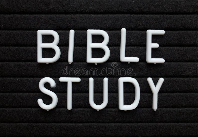 Bibelstudiepåminnelse på en anslagstavla arkivfoton