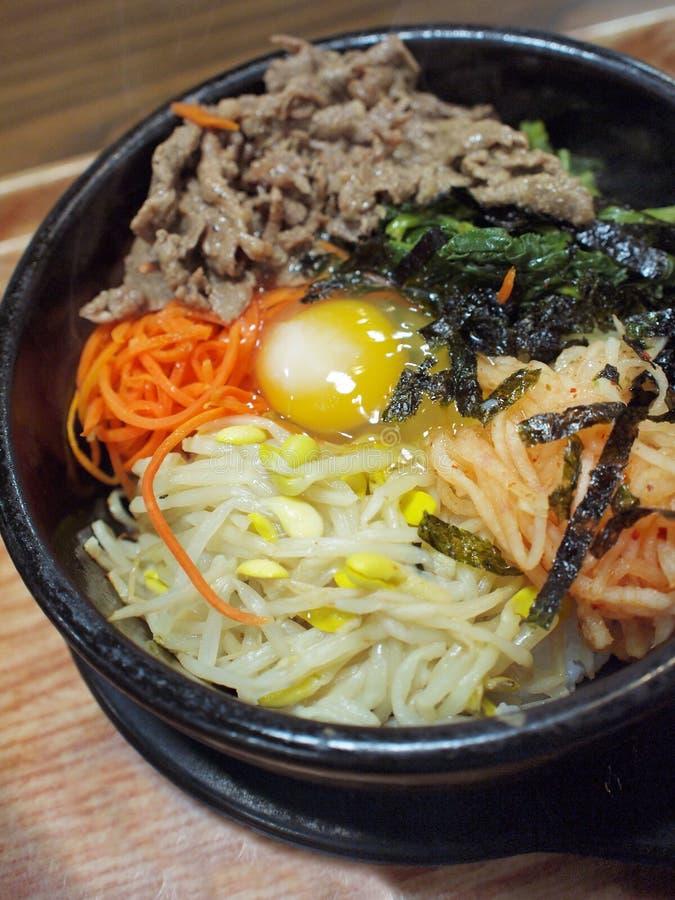 bibimbap韩文罐米石头样式 免版税库存图片