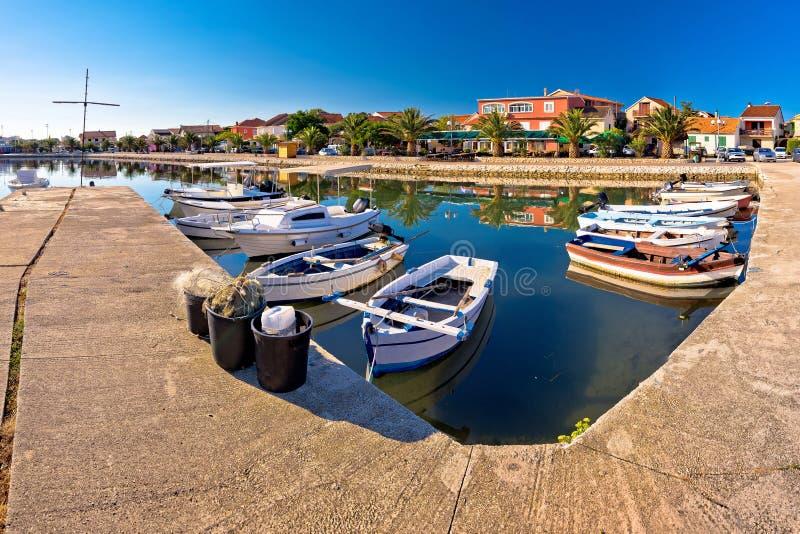 Bibinje港口和江边全景亚得里亚海的村庄  库存照片