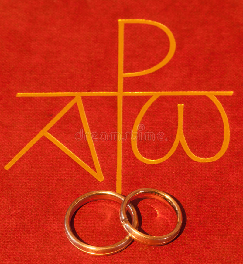 Bible with wedding rings royalty free stock photography