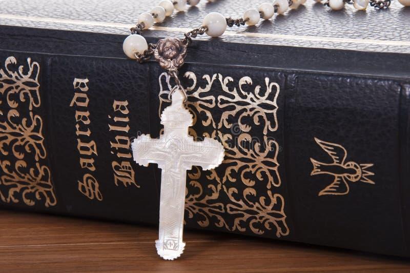 Download Biblia święta obraz stock. Obraz złożonej z książka, religijny - 13332097