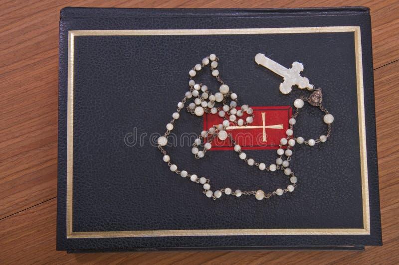 Download Biblia święta obraz stock. Obraz złożonej z krzyż, wierzący - 13332153