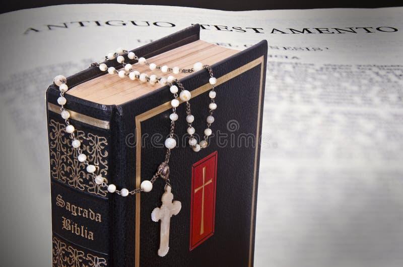 Download Biblia święta zdjęcie stock. Obraz złożonej z sekta, ręka - 13333048