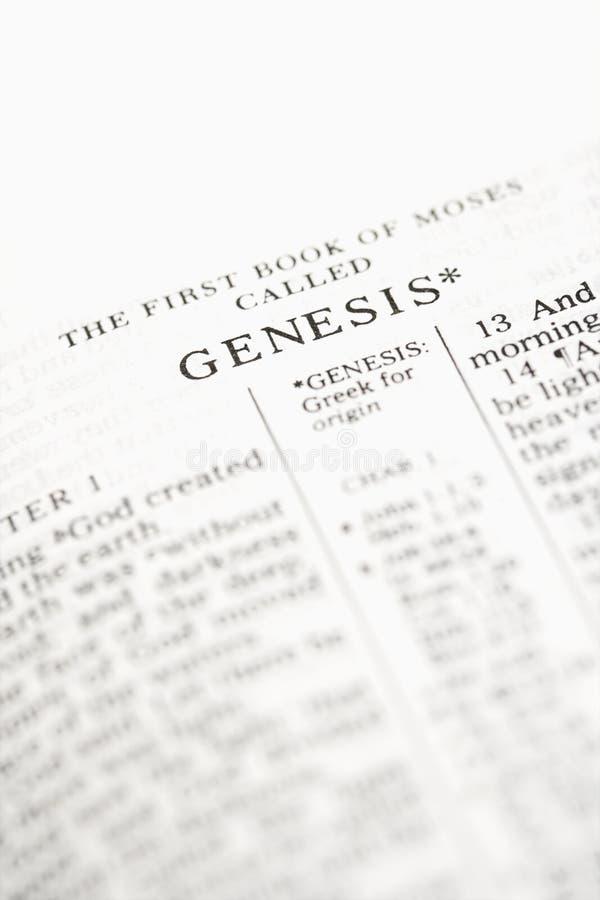 Biblia abierta a la génesis. foto de archivo libre de regalías
