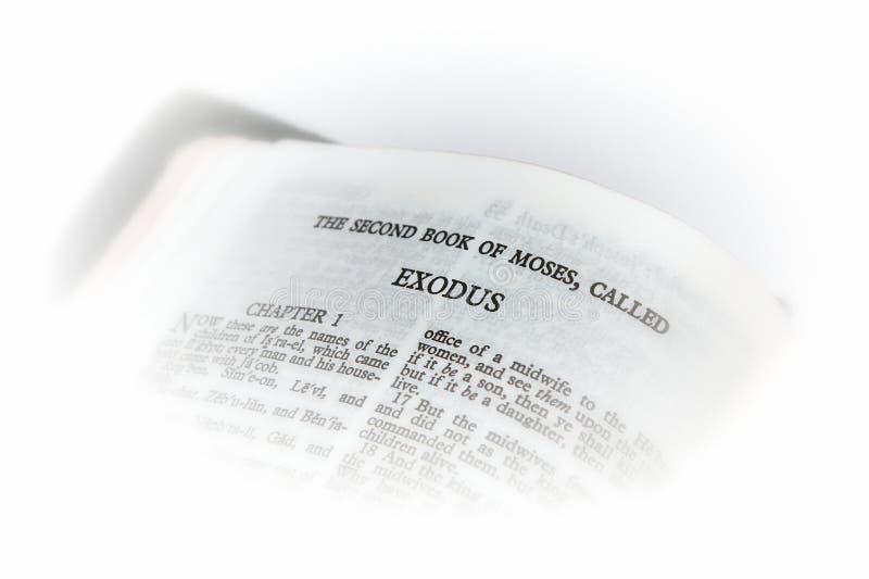 Biblia abierta a la ilustración del éxodo fotos de archivo