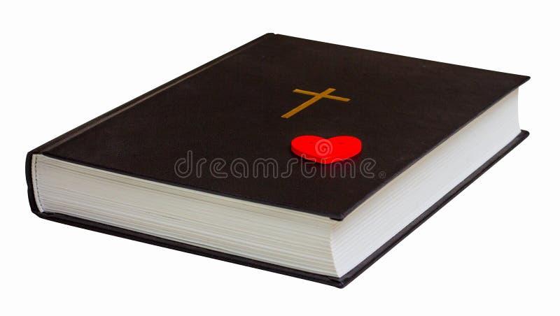Biblia con un corazón rojo en un fondo aislado blanco Amo el Bible_ imagen de archivo