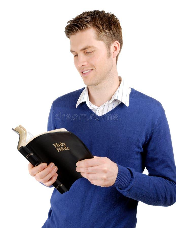 Biblia cristiana confiada de la lectura imagen de archivo libre de regalías