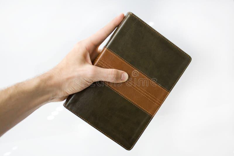 Biblia de la explotación agrícola de la mano fotografía de archivo libre de regalías