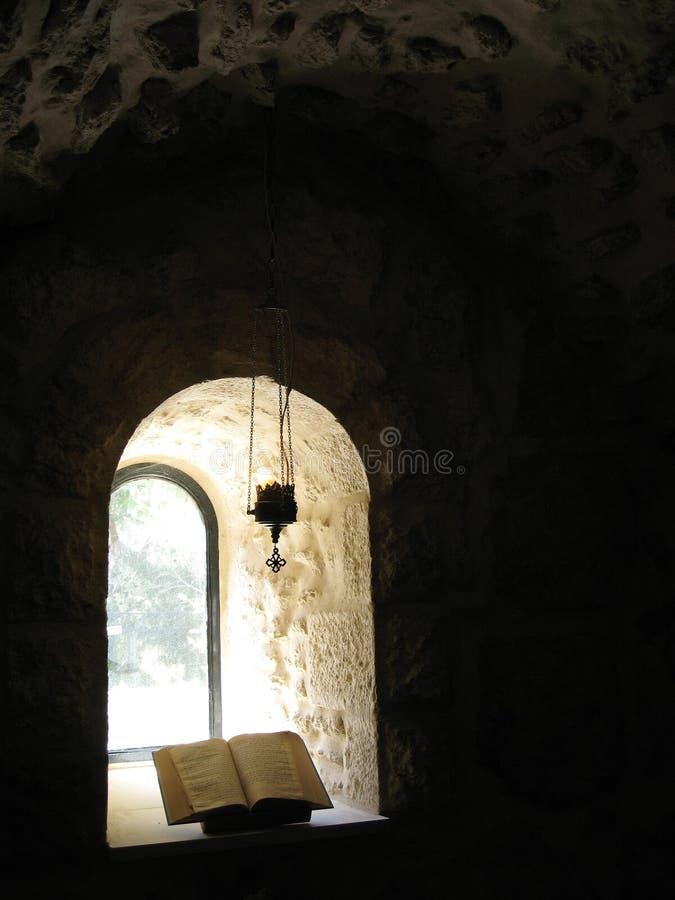 Biblia de la ventana fotos de archivo libres de regalías
