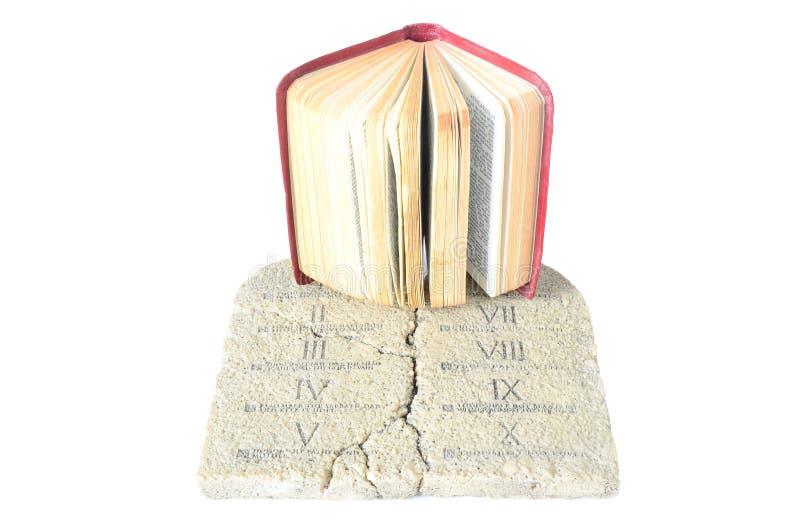 Biblia y tablillas de la ley fotos de archivo