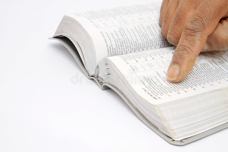 Biblii obsiadanie na stole fotografia royalty free