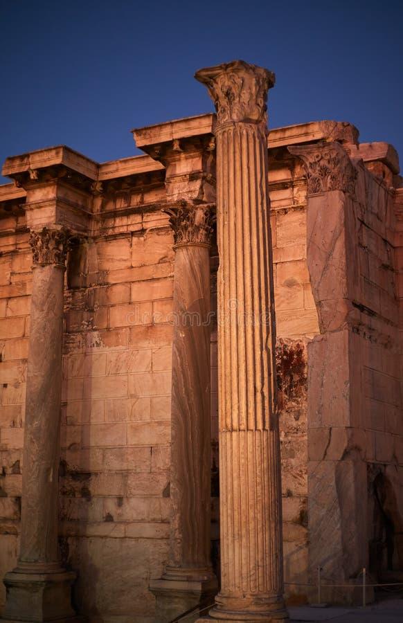 Biblioteca Adriana Atenas Grecia en el cielo azul fotos de archivo libres de regalías