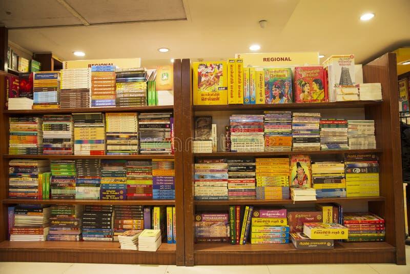 Biblioteca aisan dei libri del deposito di libro immagini stock
