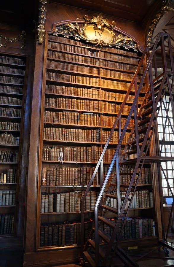 Biblioteca barroca velha fotos de stock royalty free