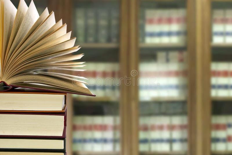 Biblioteca con i libri fotografia stock